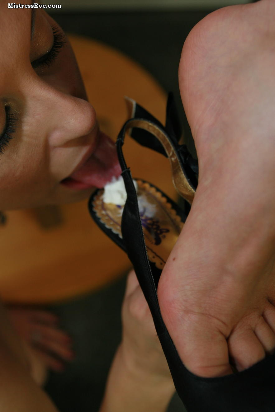 Preview of a feet fetish photo gallery and video clip